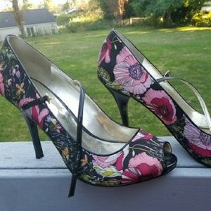 GUESS floral heels size 8.5
